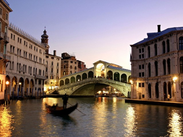 Venice_Italy3_Rialto_Bridge_Grand_Canal2