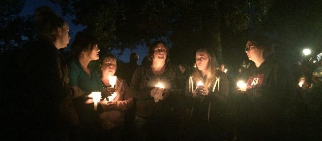 A candlelight vigil for the victims of the Oregon college shooting. (AP photo)